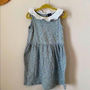 Gap grey T-shirt dress w. white embroidery collar
